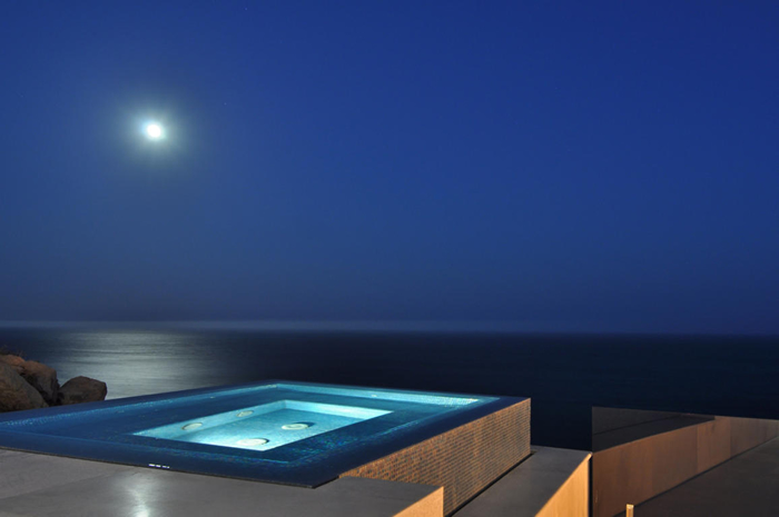 Pool overlooking pacific ocean